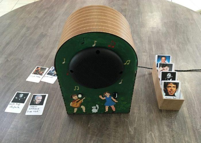 fabrication d'un Juke box avec des résidents d'une maison de retraite